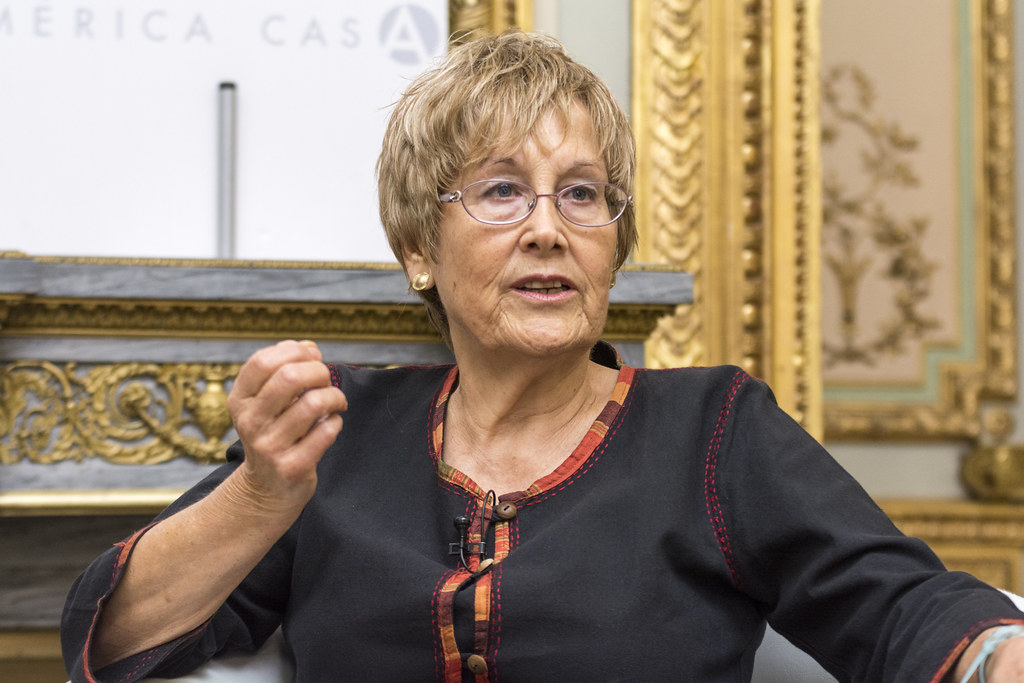 """Noni Benegas: """"Ellas resisten. Mujeres poetas y artistas. Textos 1994-2019"""""""