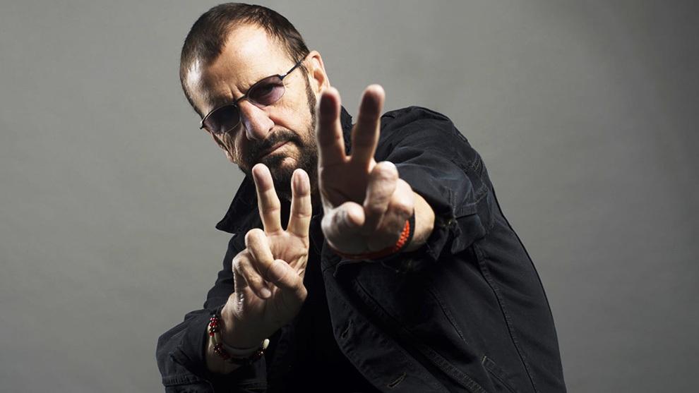 Ringo Starr, feliz tocando